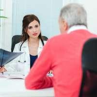 Jak rozpoznać pierwsze objawy osteoporozy?