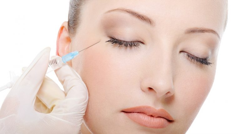 Botox nada twarzy młody wygląd. Kiedy warto go wykonać?