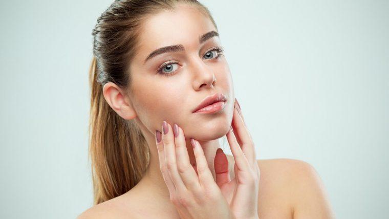 Oczyszczanie skóry nie tylko w domu. Jakie zabiegi gabinetowe warto wybrać?